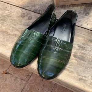 Vince Green Eel skin loafers size 8M